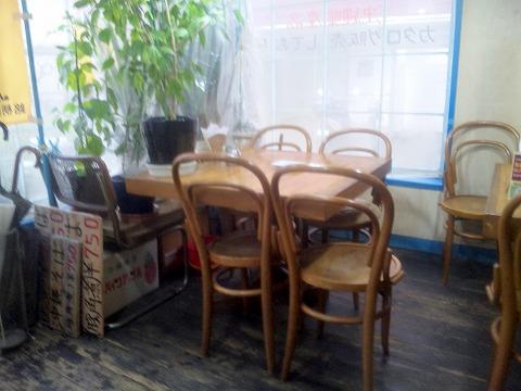 埼玉県所沢市和ケ原1丁目にある喫茶店「コーヒーショップ フジ」店内