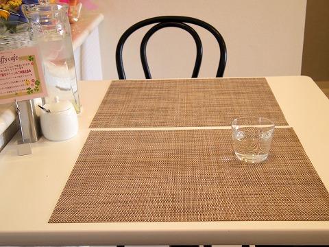 埼玉県越谷市千間台西1丁目にあるパンケーキのお店「fluffy cafe フラッフィー カフェ」店内