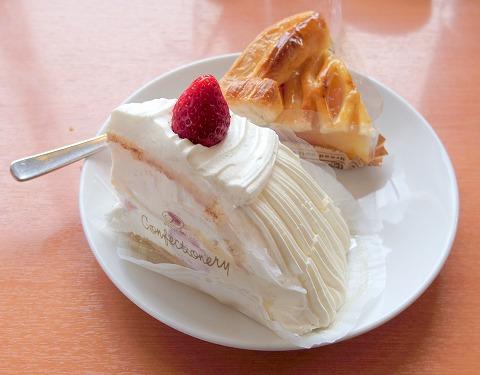 埼玉県狭山市根岸1丁目にあるレストラン、洋菓子の「不二家レストラン 狭山根岸店」ショートケーキとアップルパイ