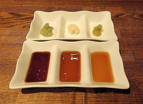 埼玉県越谷市千間台東1丁目にある鉄板ビストロの「la planche  ラ・プランシュ」肉の盛り合わせのタレ
