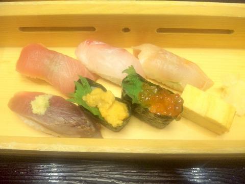 埼玉県入間市下藤沢にある寿司、創作料理の「一幸 入間店」特上和の極みの特上寿司(トロ、本日の鮮魚2種、海老、ウニ、いくら)
