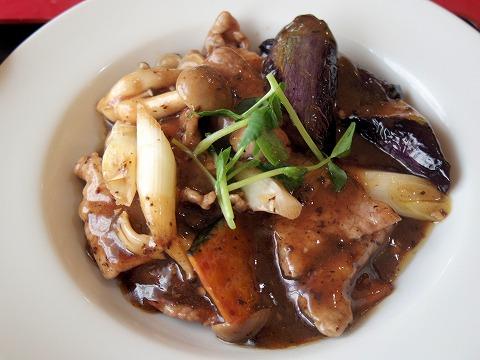埼玉県越谷市千間台西4丁目にある「中華料理 喜」牛肉とヤサイのトウチ炒め