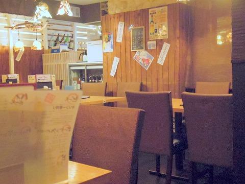 神奈川県川崎市川崎区駅前本町8番地ダイスビルにある居酒屋「茅ヶ崎 海ぶねダイニング」店内