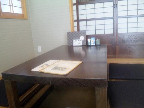 埼玉県所沢市緑町3丁目にある割烹、小料理のお店「旬菜料理 花もも」店内