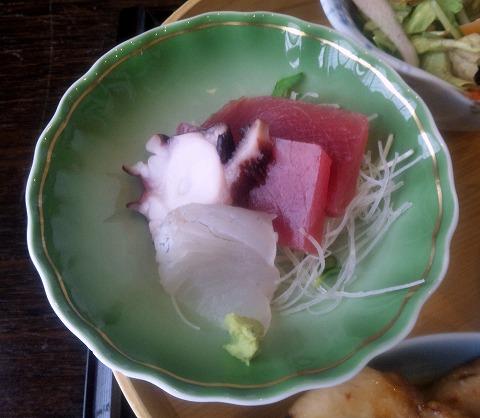 埼玉県所沢市緑町3丁目にある割烹、小料理のお店「旬菜料理 花もも」ももいろ弁当のお刺身