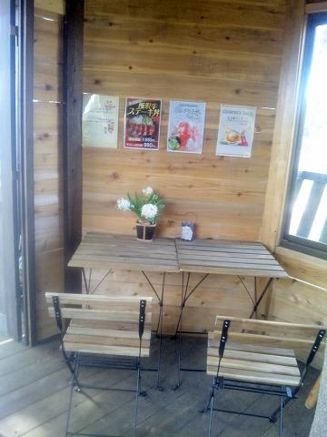 埼玉県所沢市北野1丁目にあるカフェ「ツリーハウスカフェ nicorico」店内