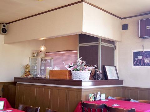 埼玉県吉川市栄町にある洋食店「レストラン コヤノ Restaurant Koyano」店内