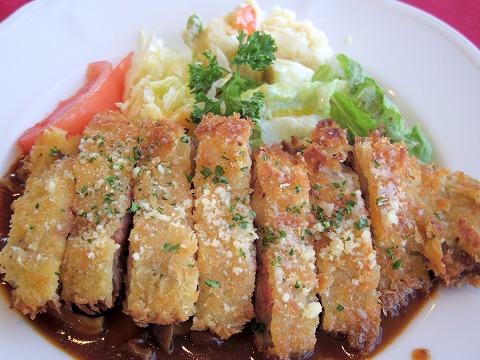 埼玉県吉川市栄町にある洋食店「レストラン コヤノ Restaurant Koyano」牛肉カツレツ
