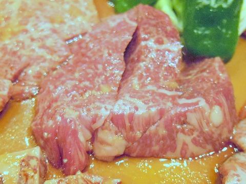 埼玉県越谷市千間台西5丁目にある焼肉店「海花苑」究極盛りの特上ヒレ