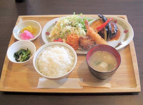 埼玉県入間市下藤沢にあるカフェ、ダイニングの「MAY 30.」和風ハンバーグ盛合定食