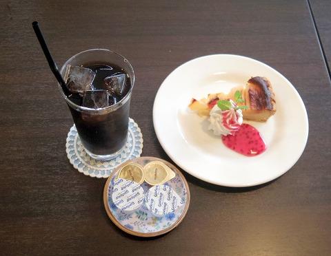 埼玉県入間市下藤沢にあるカフェ、ダイニングの「MAY 30.」和風ハンバーグ盛合定食のドリンク(アイスコーヒー)と季節のタルト(洋梨のタルト)