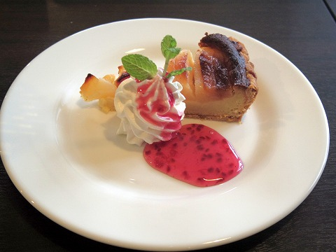 埼玉県入間市下藤沢にあるカフェ、ダイニングの「MAY 30.」季節のタルト(洋梨のタルト)