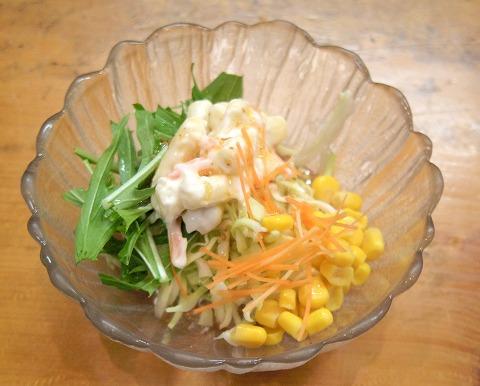 埼玉県越谷市千間台東2丁目にある寿司店「竹寿司」焼き魚セットのサラダ