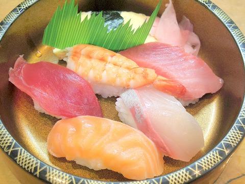 埼玉県越谷市千間台東2丁目にある寿司店「竹寿司」焼き魚セットの寿のアップ