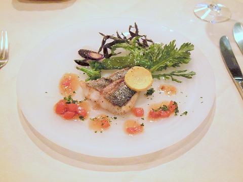 東京都練馬区富士見台3丁目にあるイタリア料理の「ボラーレ Volare」魚料理(スズキのアメリケーヌソース)