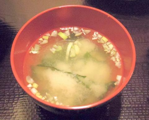 茨城県古河市仁連にある寿司、居酒屋の「真乃心」味噌汁