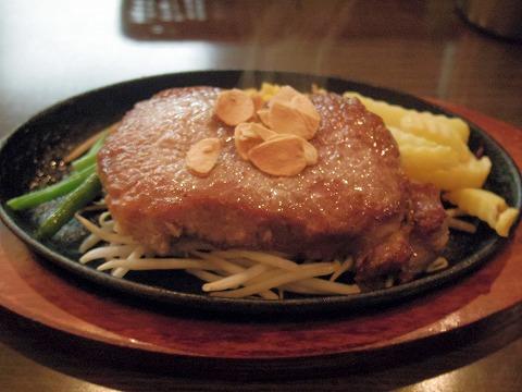 茨城県古河市東本町1丁目にあるステーキ、ハンバーグの「ステーキ食堂 富士」ロースステーキ300g