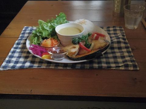 埼玉県越谷市大泊にあるカフェ「hana cafe」ランチプレート(鶏ムネ肉のレモンソテー)