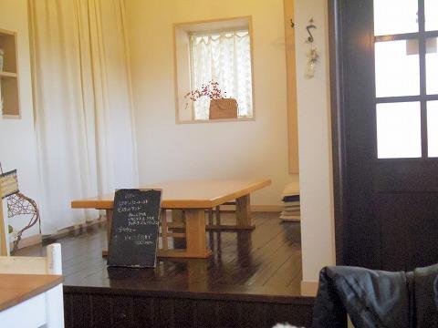 埼玉県越谷市大泊にあるカフェ「hana cafe」店内