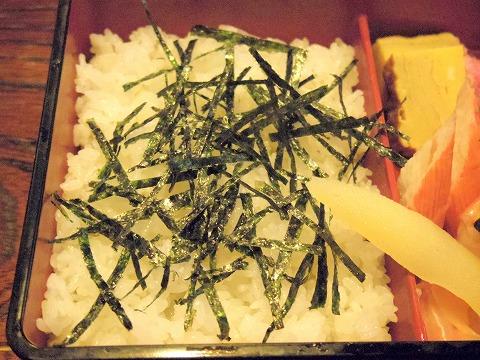埼玉県越谷市袋山にある「嘉月寿司」特上ちらし