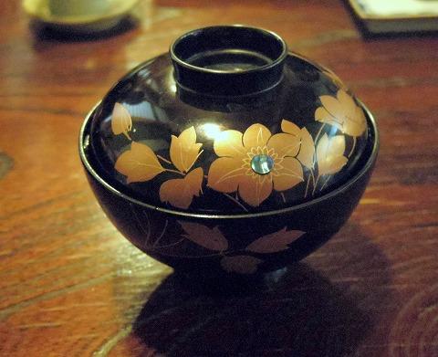 埼玉県越谷市袋山にある「嘉月寿司」味噌汁