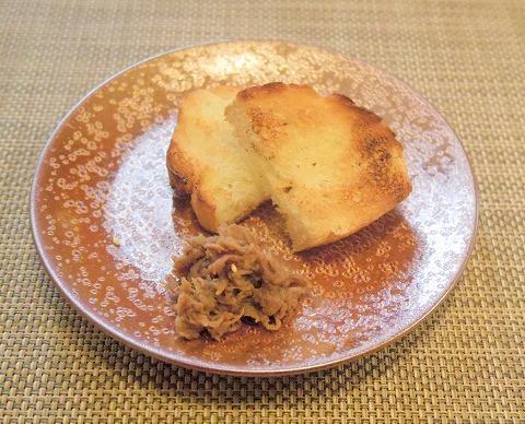 埼玉県さいたま市岩槻区本町3丁目にある和牛、野菜、炭火焼のお店「おくゆき」バゲットと牛肉しぐれ煮