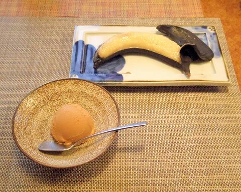 埼玉県さいたま市岩槻区本町3丁目にある和牛、野菜、炭火焼のお店「おくゆき」焦がしキャラメルのアイスと焼きバナナ
