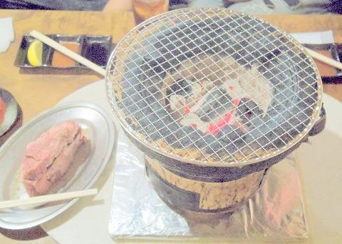 神奈川県相模原市南区相模台4丁目にある焼肉店「焼肉 はせ川」七輪と炭火