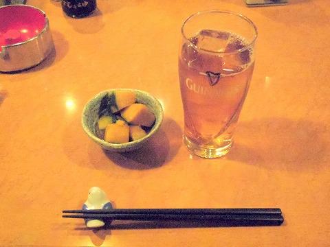 東京都文京区関口1丁目にある焼鳥、居酒屋「串焼き 竹屋」ウーロン茶とお通し