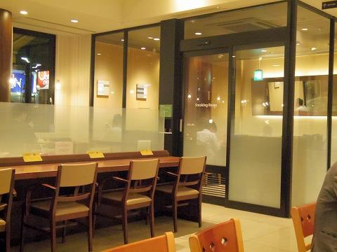 東京都練馬区光が丘2丁目にあるカフェ「DOUTOR COFFEE SHOP ドトールコーヒーショップ 光が丘店」店内