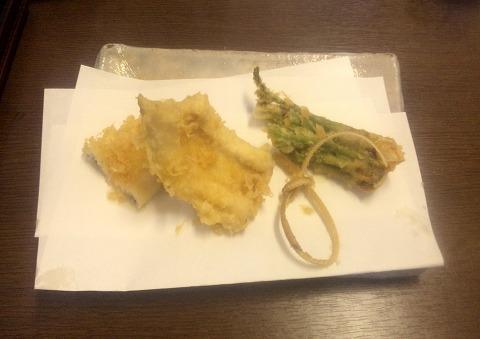 埼玉県所沢市北所沢町にある天ぷら店「てんぷら天健」特製てんぷら定食の天ぷら(穴子、野菜など)
