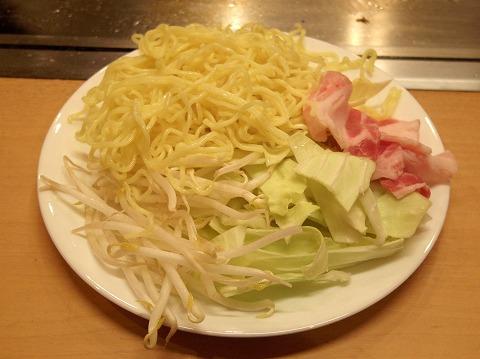 東京都練馬区谷原1丁目にあるお好み焼き、もんじゃの「お好み焼き ふふ」焼きそば