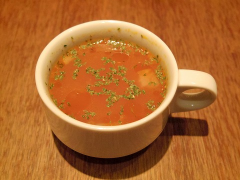 神奈川県川崎市川崎区小川町1丁目にある「肉と牡蠣市場」セットのスープ