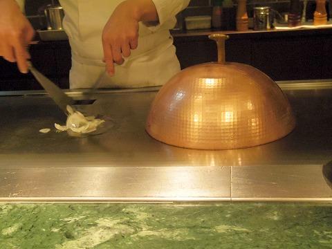 神奈川県川崎市川崎区砂子2丁目にある鉄板焼きの「Grill-Pan Zen  グリルパンゼン」魚料理(桜鯛)