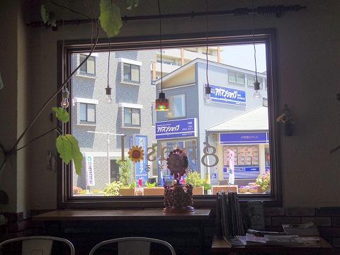 埼玉県入間市豊岡1丁目にあるスペイン料理店「ヒラソル girasol」店内