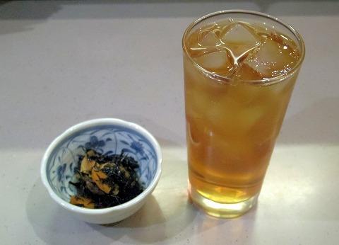 東京都文京区関口1丁目にある魚介料理、海鮮料理、居酒屋の「魚谷」ウーロン茶とお通し