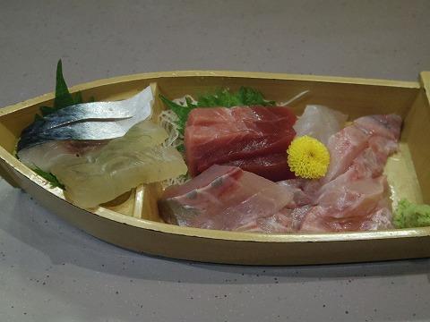 東京都文京区関口1丁目にある魚介料理、海鮮料理、居酒屋の「魚谷」刺身盛り合わせ
