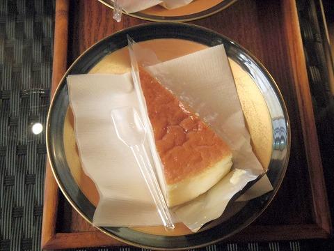 長野県上田市別所温泉にあるカフェ「Katsuraso Cafe ハレterrace カツラソウ カフェ ハレテラス」ベイクドチーズケーキ