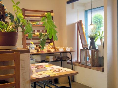 茨城県古河市上辺見にあるカフェ「おやつ処 はのは」店内