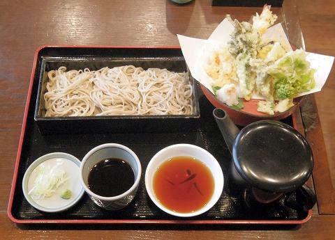 長野県須坂市須坂上中町にある蕎麦店「そば処 松屋」天ざるそば