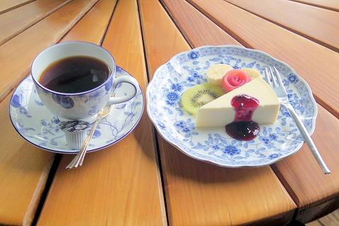 長野県上田市別所温泉にある喫茶店「風乃坂道」モカマタリとレアチーズケーキ