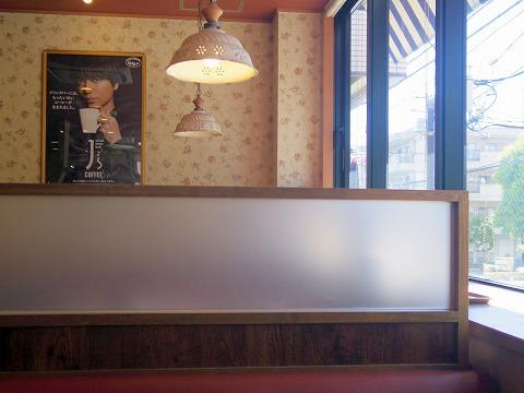東京都江戸川区南篠崎町3丁目にあるファミリーレストラン「ジョナサン 瑞江店」店内