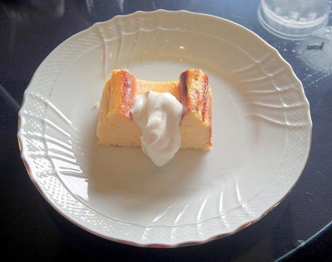 茨城県古河市上辺見にある珈琲専門店、カフェ「カフェ ヌーベル クラシック」オーレグラッセとベイクドチーズケーキ