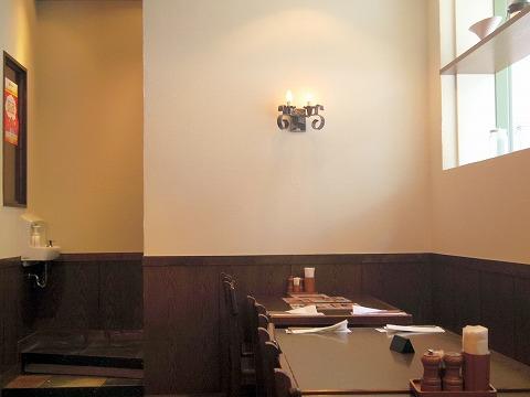 神奈川県川崎市川崎区小川町4丁目にあるハンバーグ、ステーキのお店「アルカサール ラ・チッタデッラ川崎店」店内