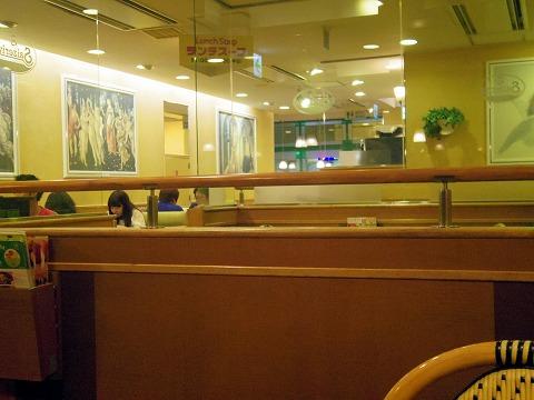 東京都練馬区光が丘5丁目にあるファミリーレストラン「サイゼリア 光が丘」店内