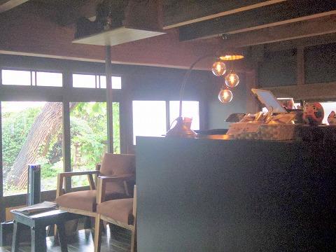 茨城県古河市中央町3丁目にある洋食店「サン ローゼ SUN ROSE」店内