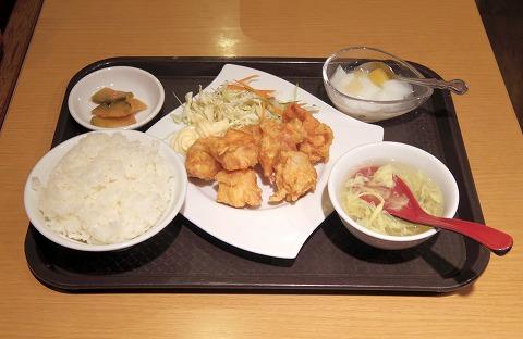 神奈川県川崎市川崎区駅前本町にある中華料理店「香蘭」ランチセットの鶏肉の唐揚げ
