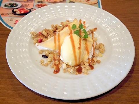 埼玉県狭山市北入曽にあるファミリーレストラン「ココス 狭山店」アップル&キャラメルクレープ