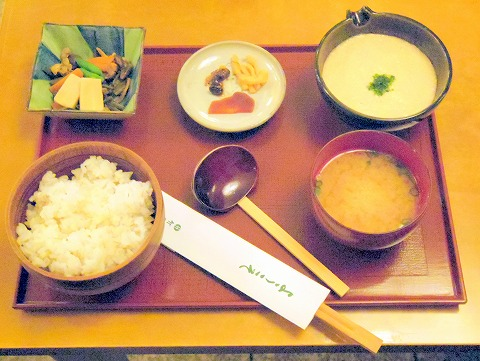 長野県長野市松代町殿町にある和菓子、甘味処、郷土料理のお店「竹風堂 松代店」麦とろ膳