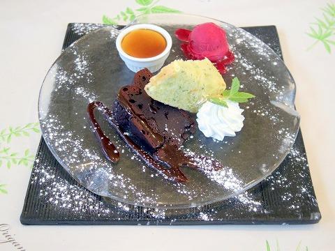埼玉県埼玉県春日部市中央2丁目にあるイタリア料理のお店「イタリア食堂 テラ マーテル」 自家製ケーキとジェラートの盛り合わせ